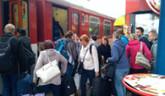 Preplnené vlaky v čase špičky. Dokedy ešte?