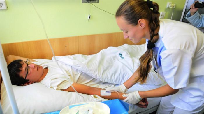 Auswirkungen der Corona-Pandemie: Größeres Interesse an dem Beruf des Krankenpflegers