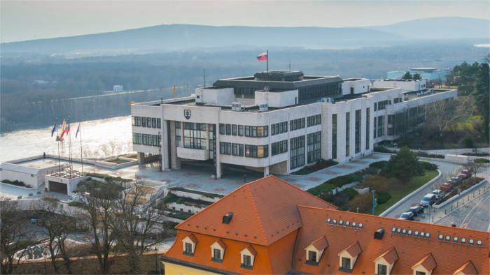 Приостановлена сессия парламента СР