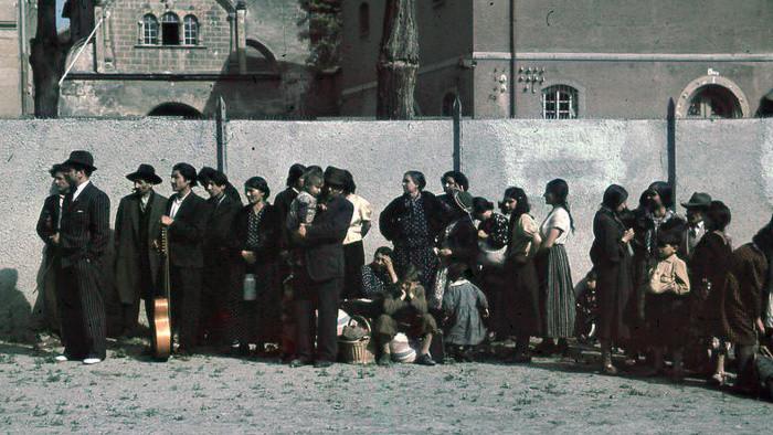 Andacht im Martinsdom für Opfer des Roma-Holocaust