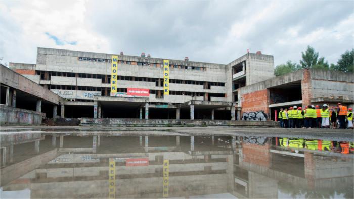 Začalo sa búranie skeletu nemocnice Rázsochy