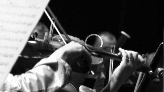 Hrá ľudová kapela Eugena Farkaša