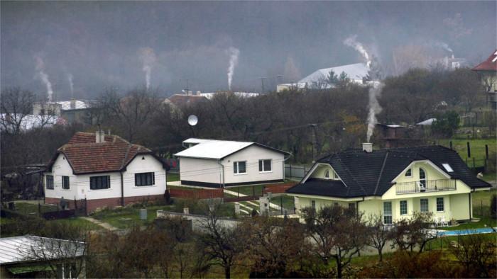 El Estado quiere controlar los materiales que la gente usa para la calefacción