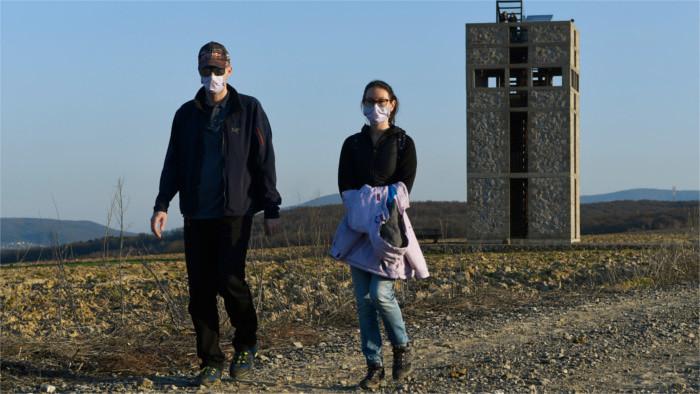 Encuesta pública indica que la mayoría de los eslovacos acepta el uso de la mascarilla
