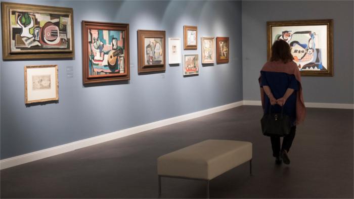 Открываются музеи и галереи