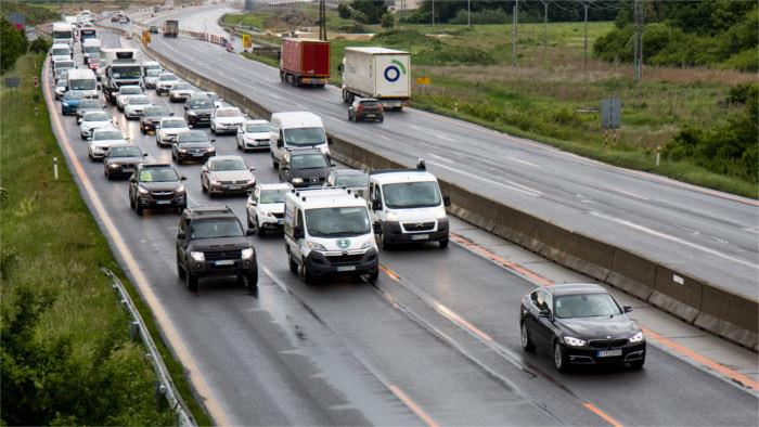 Betreiber von Fitnessstudios protestieren auf der Autobahn