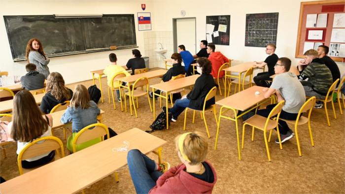Повсеместного закрытия школ в случае третьей волны не ожидается