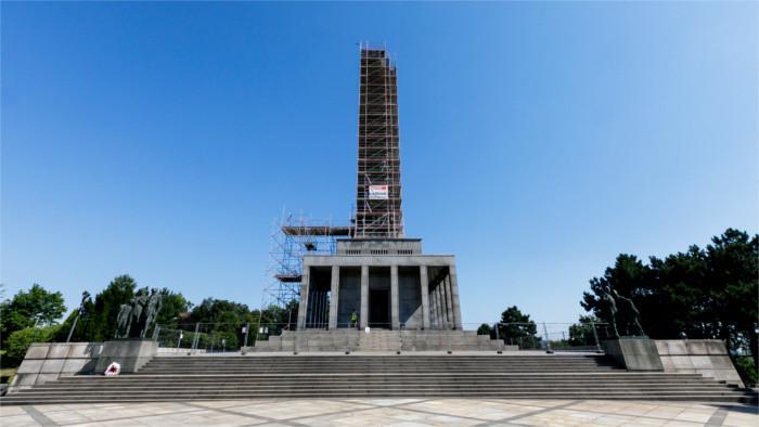 Restauration de Slavin, monument aux soldats soviétiques