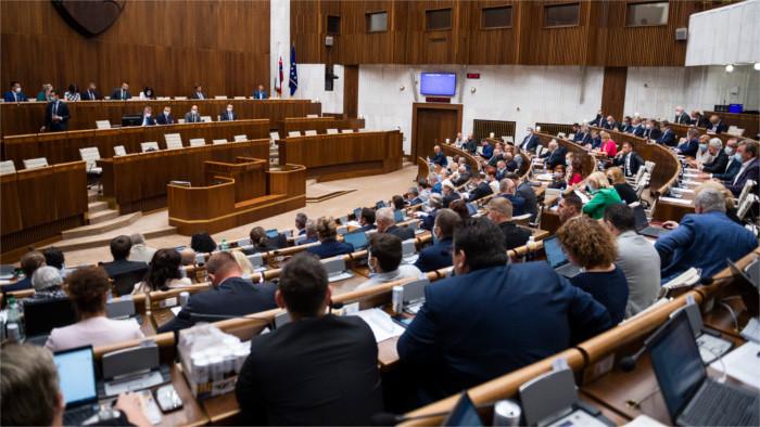 Депутаты одобрили новый пакет мер по борьбе с пандемией коронавируса