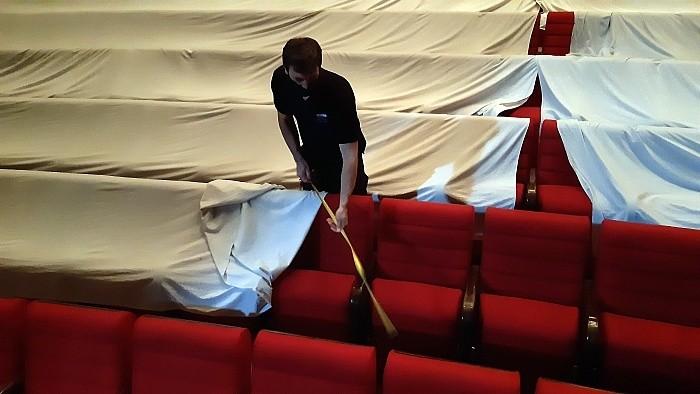 """""""Maskentheater"""": Probenbesuch in Nitra unter Corona-Bedingungen"""