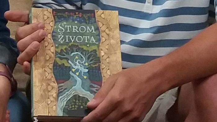 Dávid Ursiny publica un libro ilustrado de leyendas del Amazonas