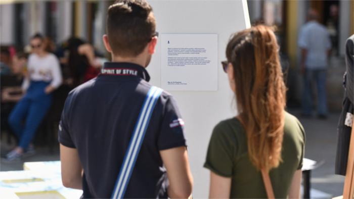 Junge Slowaken glauben an Demokratie, vertrauen aber kaum Politikern