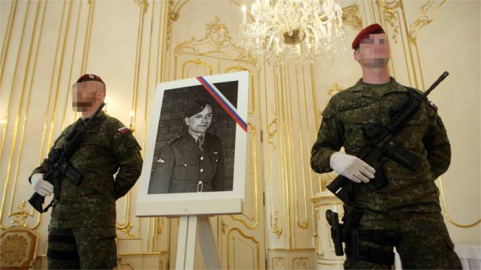 """El paracaidista militar, Jozef Gabčík, se ha situado entre los diez eslovacos """"más grandes"""""""