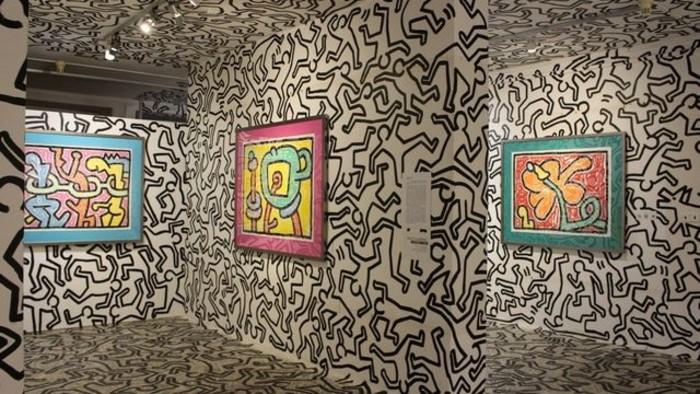 V Medzilaborciach otvorili Žiarivý svet Keitha Haringa