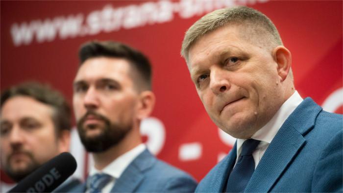 Р.Фицо остается председателем «Smer-SD»