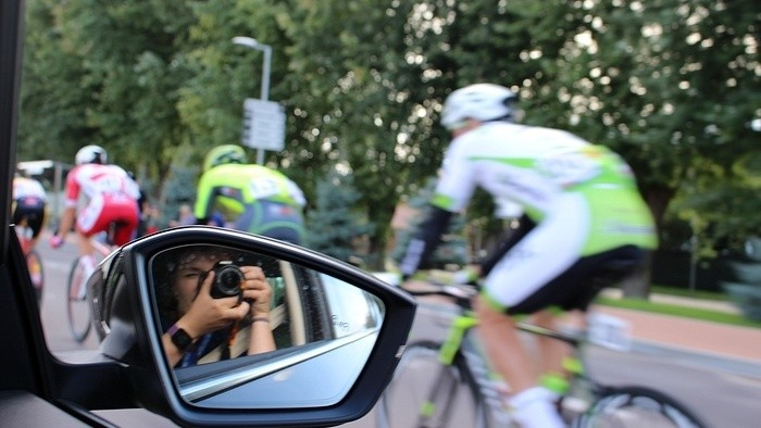 Behind-the-scenes of a road-cycling race