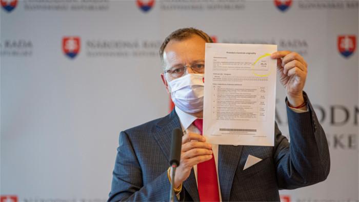 El presunto plagio de la tesis del presidente del Parlamento crea tensión