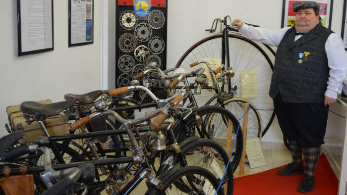 Róbert Jalovec na výstave bicyklov v Trnave.JPG