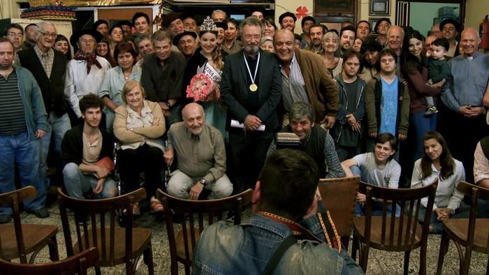 Letné kino: Po Nobelovej cene prišla kríza. Pomôže spisovateľovi rodné mestečko?