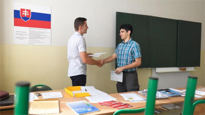 Maestros de matemáticas y lenguas extranjeras se interesan por otro tipo de trabajo
