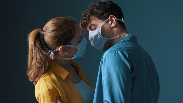 Nové zistenie o koronavíruse v súvislosti s mladými ľuďmi