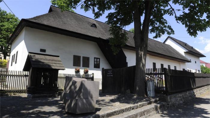 Угровец: обновляется родной дом-музей Штура и Дубчека