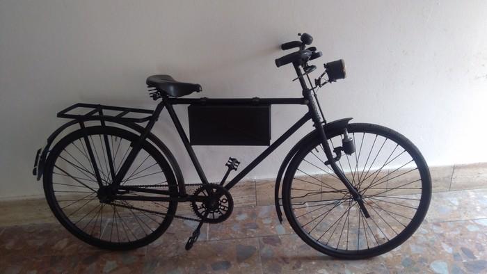 vojenský bicykel s taškou na granáty.jpg