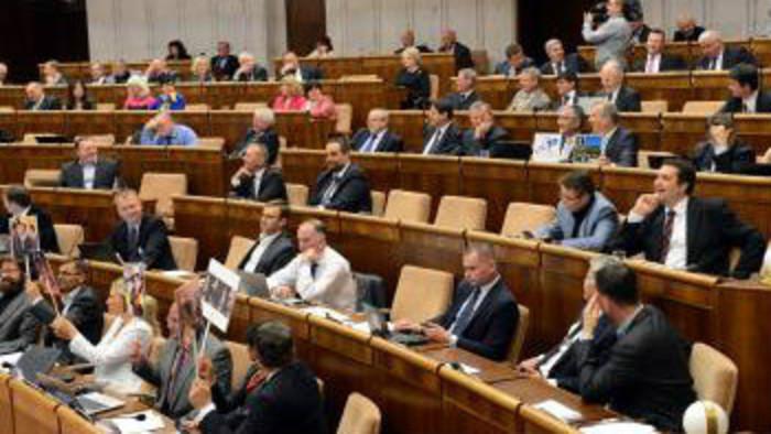 K veci: Návrh novely rokovacieho poriadku parlamentu...