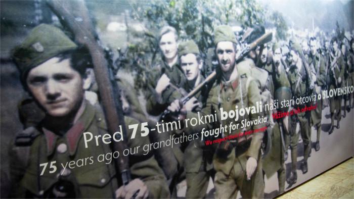 Inaugurada exposición conmemorativa de Insurrección nacional eslovaca