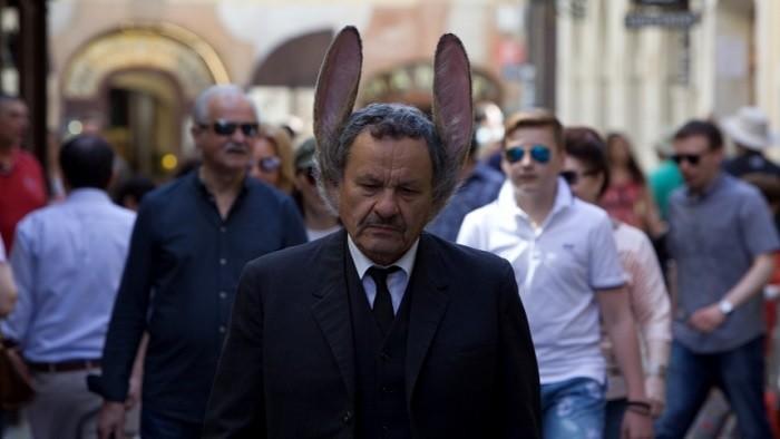 Muž so zajačími ušami: Počuje aj to, čo si ľudia myslia