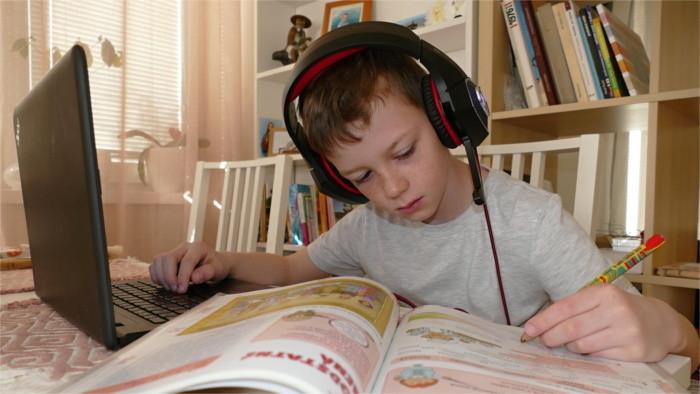 Problémom v dištančnom vzdelávaní je socializácia detí