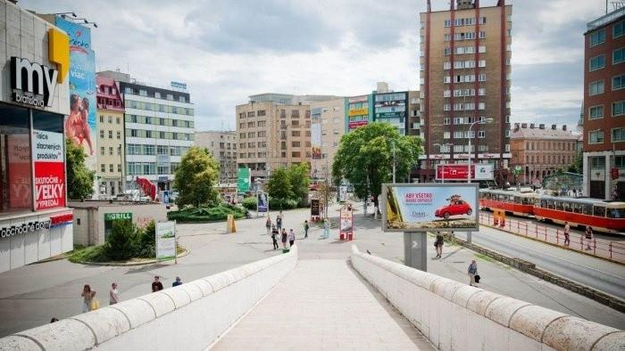 Ako vnímajú bezdomovcov na Kamennom námesti v Bratislave