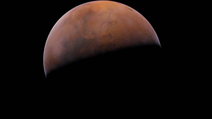 Spoznajte s Dvojkou dve sestry – planéty Zem a Mars