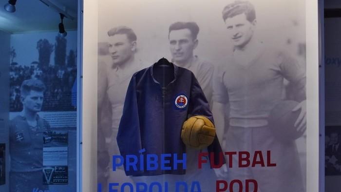 Football under the Swastika