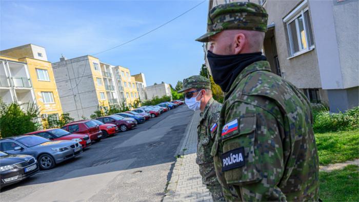 Soldaten für Kampf gegen Corona entlohnt