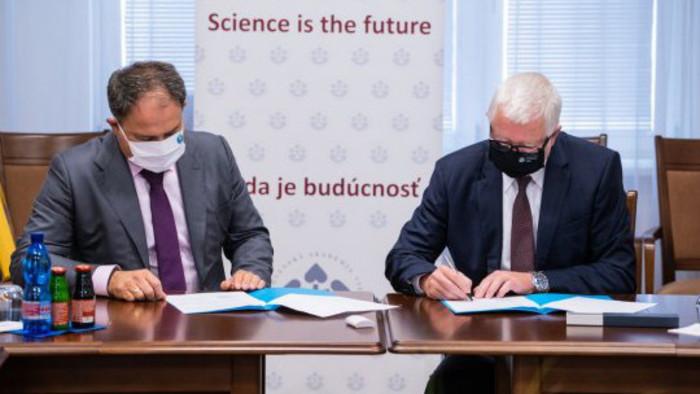 Академии наук СР и Казахстана подписали договор о сотрудничестве