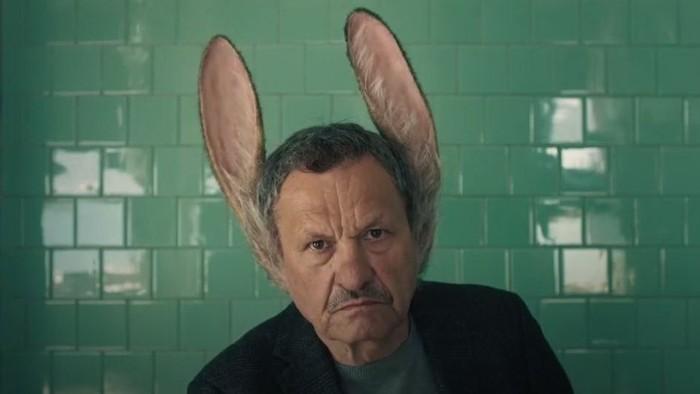 Film Muž so zajačími ušami posúva svoju kinopremiéru