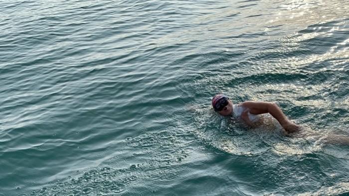 Záchranár, ktorý preplával La Manche v Ráne na eFeMku