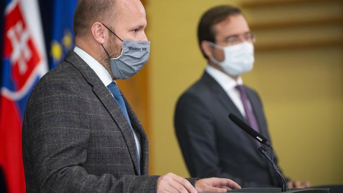 Mimoriadna relácia Druhá vlna aj s ministrami zdravotníctva a obrany