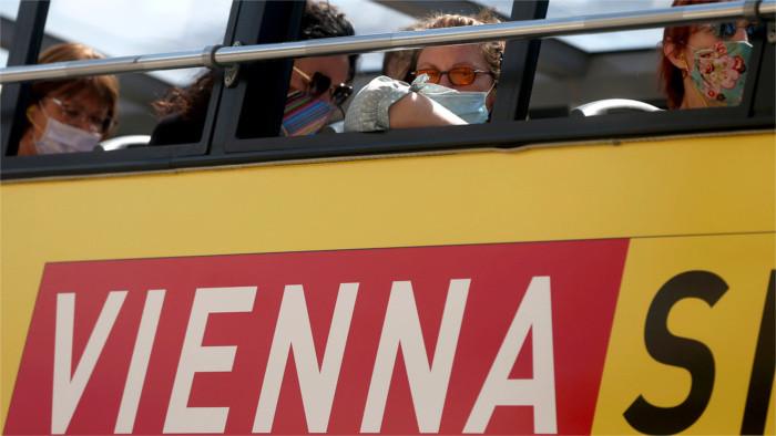 Excepto Slovaklines, los operadores suspenden conexión con Viena por carretera
