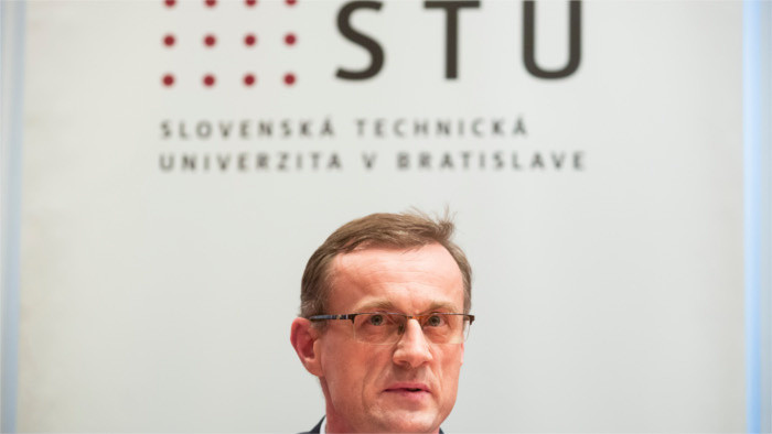 Révocation du recteur de l'Université Technique de Bratislava