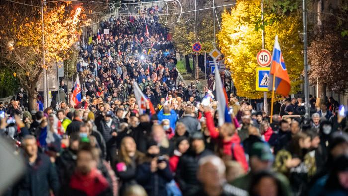 Koaliční politici o protestoch