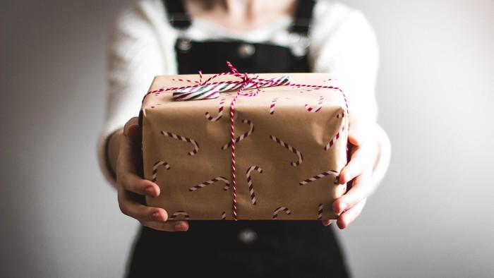 Šperk či platňa. Toto je 10 skvelých tipov na vianočné darčeky