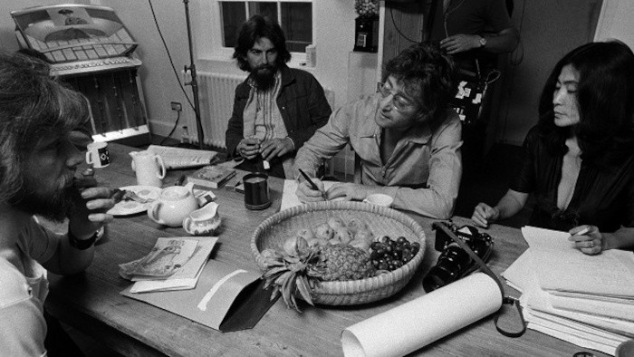 John Lennon & Yoko Ono: Nad nami len nebo