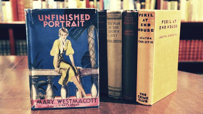 S Literou: Romány Mary Westmacott alebo druhá tvár Agathy Christie.