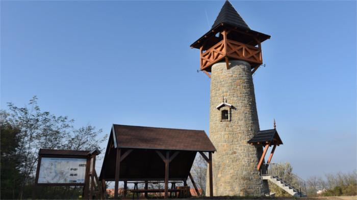 Neuer Aussichtsturm und Windmühle im westslowakischen Holíč