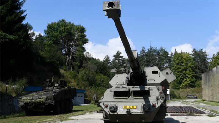 Professional soldiers receive first supply of howitzers