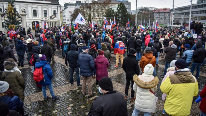 Перед зданием правительства состоялся протест