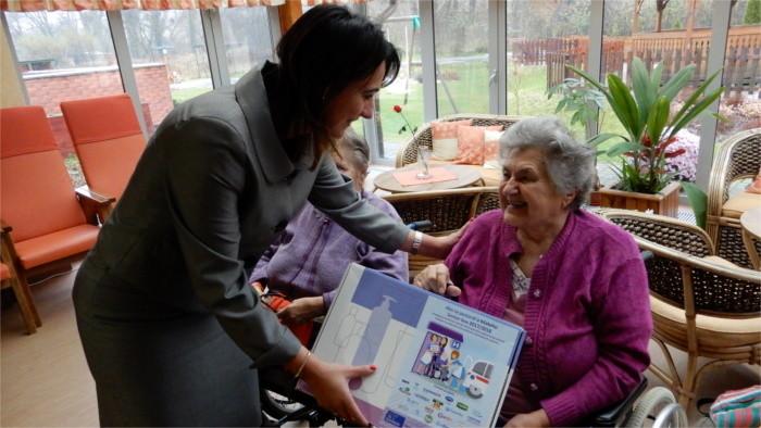 Vyvinula riešenie na starostlivosť o seniorov