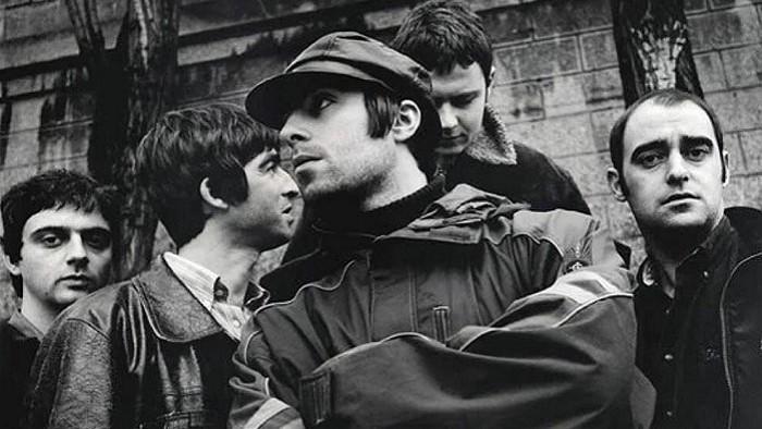 Bratia a búrliváci z kapely Oasis, ktorí preslávili britpop
